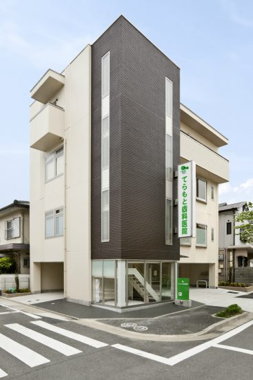 4階建て1階駐車場、4階住居の歯科医院併用住宅