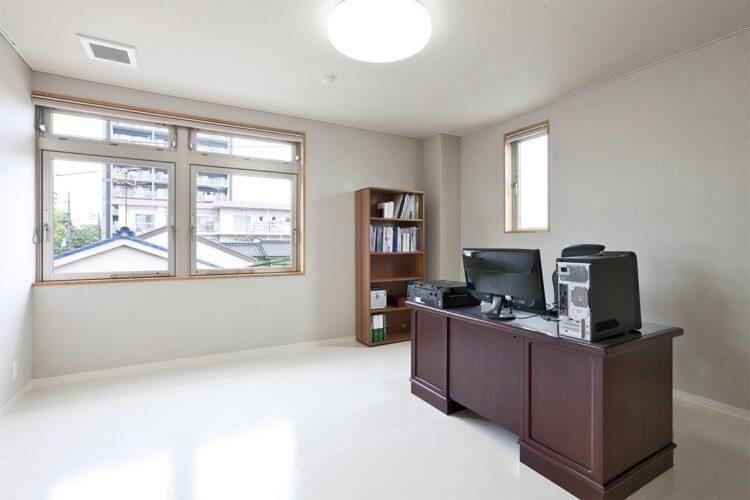 名古屋市東区の医療施設の3階院長室