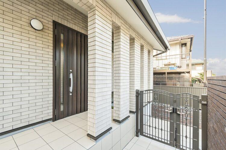 春日井市の注文住宅 玄関アプローチ