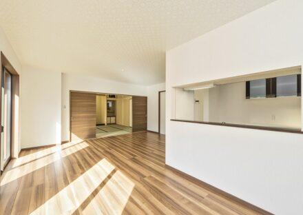 愛知県春日井市の注文住宅の広くて明るい和室&LDK