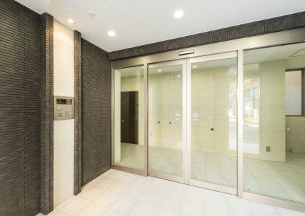 名古屋市中川区の賃貸マンションのオートロックの付いたエントランスホール
