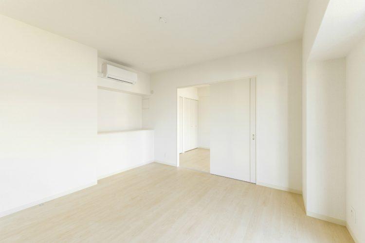 名古屋市中川区の賃貸マンションの白で統一された洋室