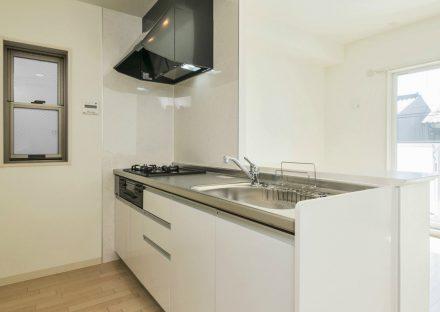 名古屋市西区の全室角部屋2階建て賃貸マンションのガスコンロ付オープンキッチン