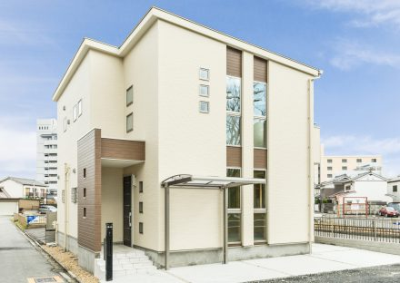 名古屋市北区の注文住宅のスクエアの窓がおしゃれな外観デザイン