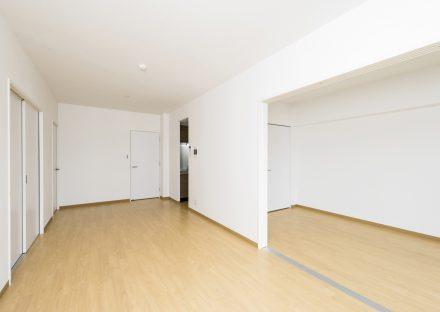 名古屋市名東区の賃貸マンションのリビングダイニング&洋室