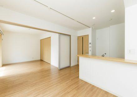 名古屋市天白区の2階建て賃貸マンションのナチュラルカラーのリビングダイニング&洋室