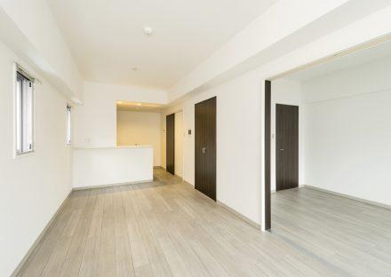 名古屋市名東区の賃貸マンションのモノトーンのLDK&洋室