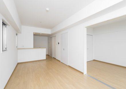 名古屋市名東区の賃貸マンションのナチュラルカラーのLDK&洋室
