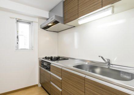 名古屋市名東区の賃貸マンションのガスコンロ付き広々としたキッチン
