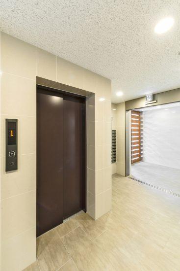 名古屋市中区のワンルームマンションのナチュラルカラーのエントランスホール