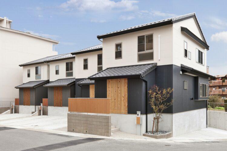 名古屋市名東区の三角屋根がある和風の格子付外観デザインの戸建賃貸