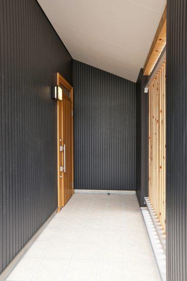 名古屋市名東区の戸建賃貸の和の雰囲気の玄関アプローチ