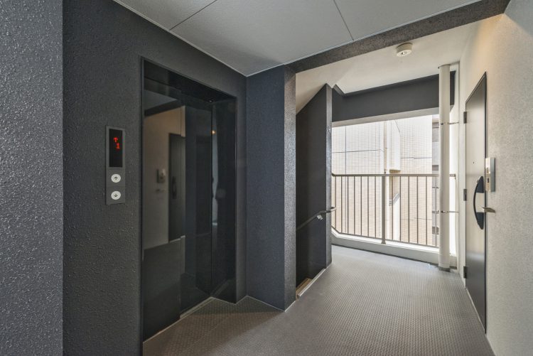 名古屋市北区のワンルームマンションのエレベーターホール