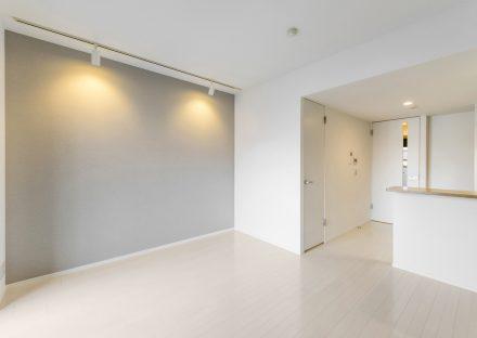 名古屋市北区のワンルームマンションの落ち着いた色のLDK