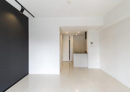 名古屋市北区のワンルームマンションのモノトーンのおしゃれなLDK写真