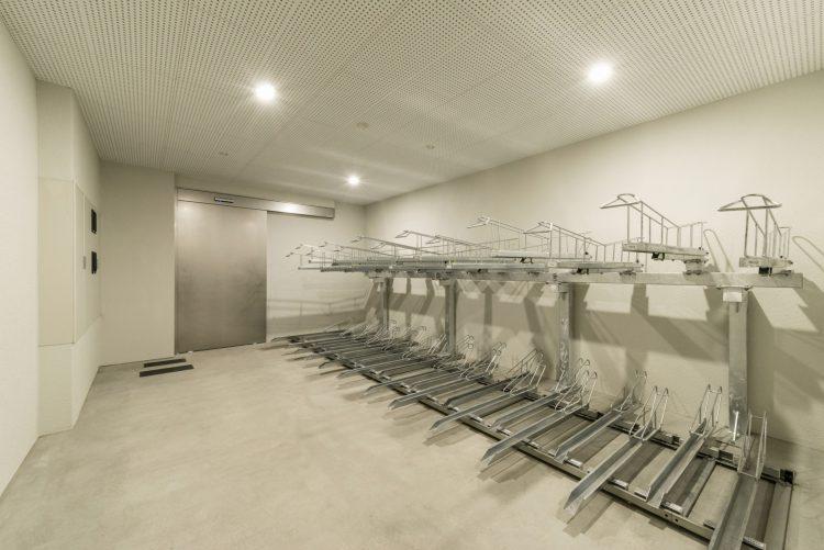 名古屋市北区のワンルームマンションの2段自転車ラック付きの屋内駐輪場
