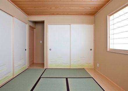 名古屋市緑区の注文住宅の板の間の付いた障子と襖の付いた和室