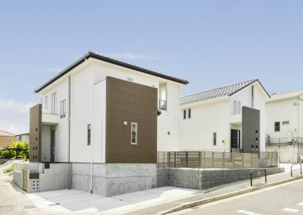 名古屋市名東区の駐車場の付いた戸建賃貸住宅外観