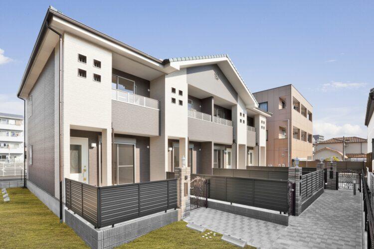 名古屋市天白区のメゾネット賃貸アパートの1戸ごとに門扉のあるデザインのメゾネット賃貸マンション