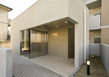 名古屋市名東区の賃貸マンションのレンガ調の壁のエントランス