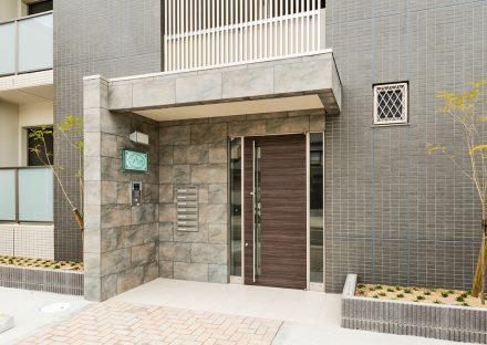 名古屋市西区の全室角部屋賃貸マンションのオートロック&メールボックスのおしゃれなエントランス