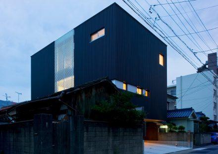 名古屋市千種区の注文住宅の人の目を引くシンボリックな建物デザイン