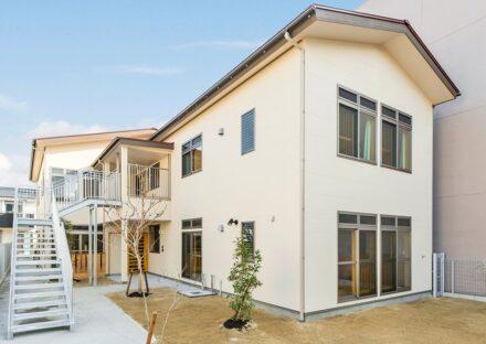 名古屋市中村区の保育施設の2階へつながる屋外階段