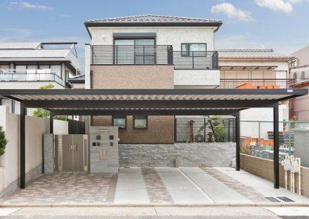 名古屋市南区の広い屋根付きのガレージのある注文住宅外観デザイン