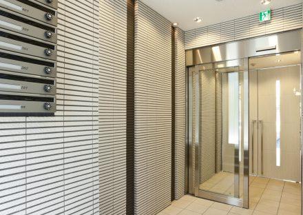 名古屋市千種区の賃貸マンションのメールボックス付エントランスホール