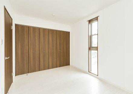 名古屋市西区の戸建賃貸の壁一面がクローゼット付の洋室