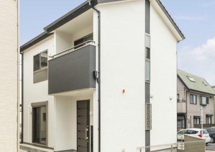 名古屋市西区の戸建賃貸住宅のモノトーンの外観デザイン