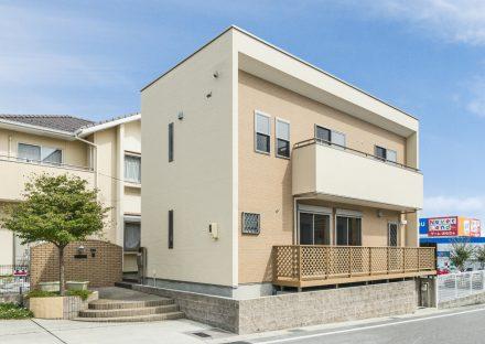 愛知県日進市の注文住宅の植栽のある玄関アプローチがかわいい外構デザイン