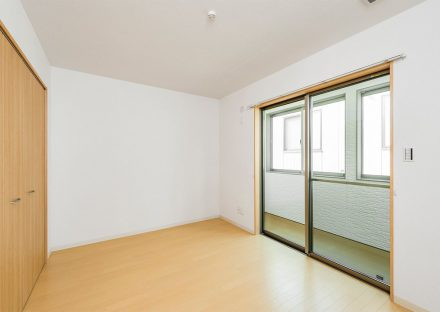 名古屋市名東区のメゾネット賃貸アパートの収納付き2階洋室&サンルーム