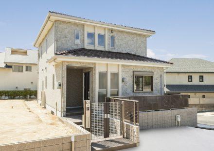 名古屋市名東区の瓦屋根の付いた注文住宅外観