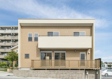 愛知県日進市の注文住宅のテラスとバルコニーある外観デザイン