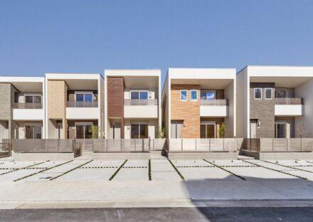 名古屋市熱田区の色違いの統一感ある外観デザインの戸建住宅が5棟