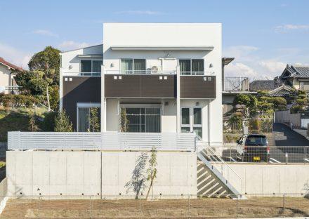 名古屋市天白区の注文住宅のバルコニーにスクエア模様がある外観デザイン