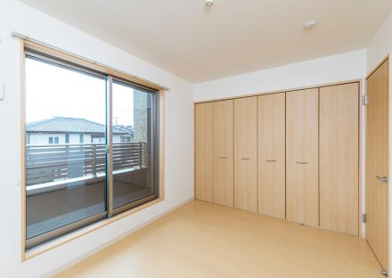 名古屋市熱田区の戸建賃貸住宅のベランダの付いたクローゼット付洋室