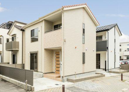 名古屋市西区の戸建賃貸住宅の温かみのある色づかいの外観デザイン