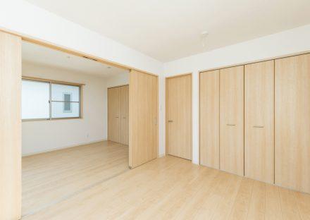 名古屋市名東区の戸建賃貸住宅の隣の部屋と合わせて使える洋室