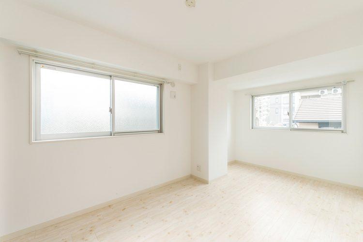 名古屋市千種区の賃貸マンションの白で統一された洋室