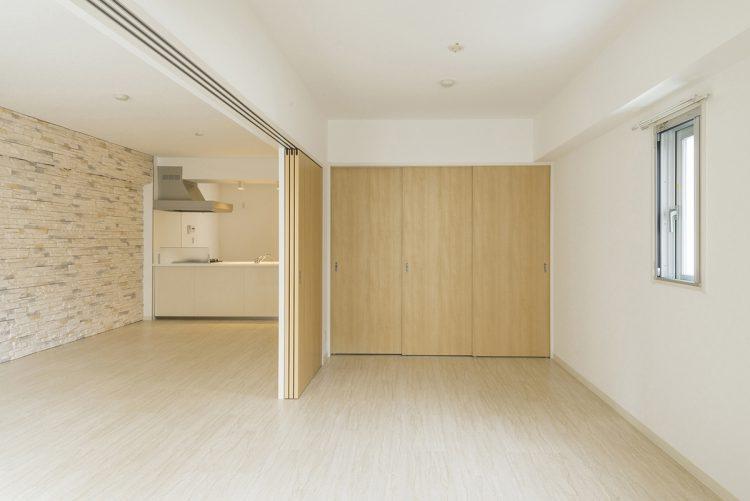 名古屋市千種区の賃貸マンションのナチュラルテイストの建具で色を統一