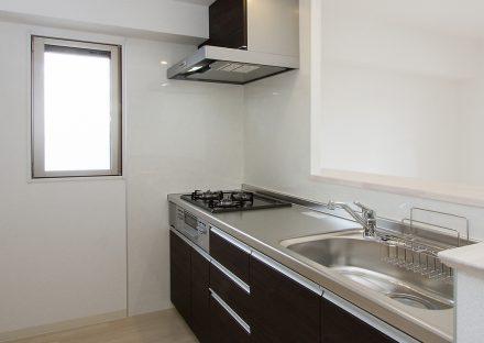 名古屋市西区の賃貸マンションのガスコンロ付システムキッチン