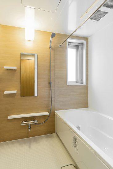 名古屋市千種区の賃貸マンションのナチュラルカラーの明るく広々としたバスルーム