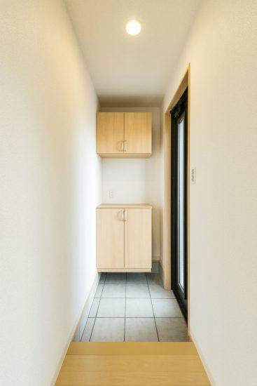 名古屋市南区の戸建賃貸住宅の飾り棚付き玄関ホール