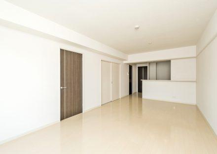 名古屋市天白区の3階建て賃貸マンションのナチュラルカラーのLDK