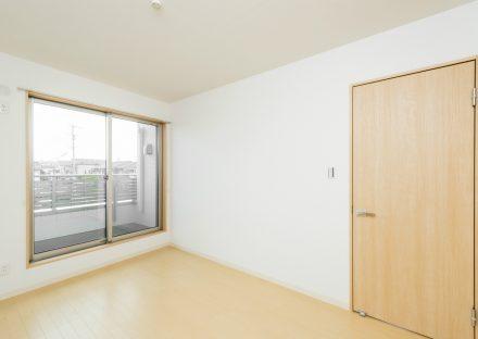 名古屋市南区の戸建賃貸住宅のナチュラルカラーの洋室