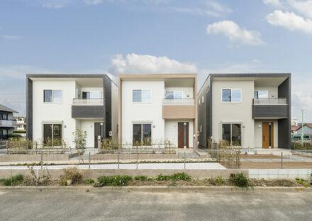 名古屋市南区の形は同じで色違いの戸建賃貸住宅が3棟