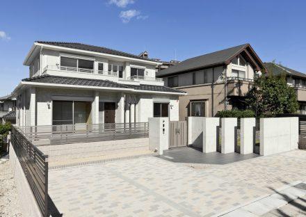 名古屋市千種区の注文住宅のおしゃれな注文住宅外観デザイン&駐車場