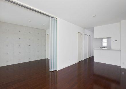 名古屋市天白区の2階建て賃貸マンションの合わせて広く使えるLDK+おしゃれな洋室